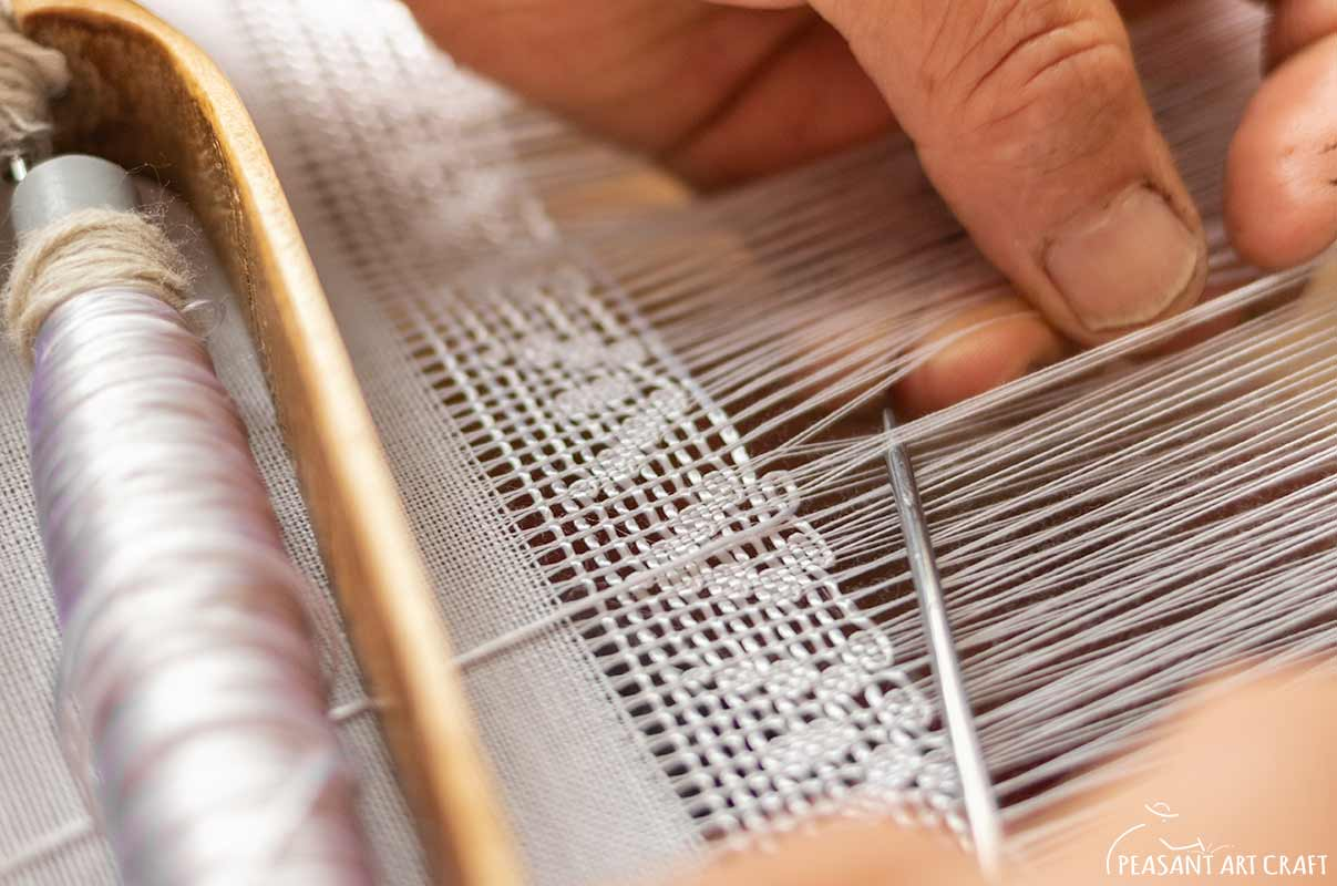 Weaver-Manipulated Lace Weaves